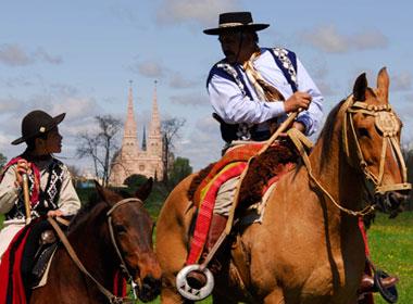 Luján gauchos turismo en Luján Argentina Virgen de lujpan Peregrinación gaucha Peregrinacio a Luján